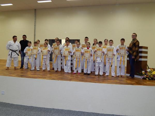 Karatecas de Ampére participam de exame de Entrega de Faixa