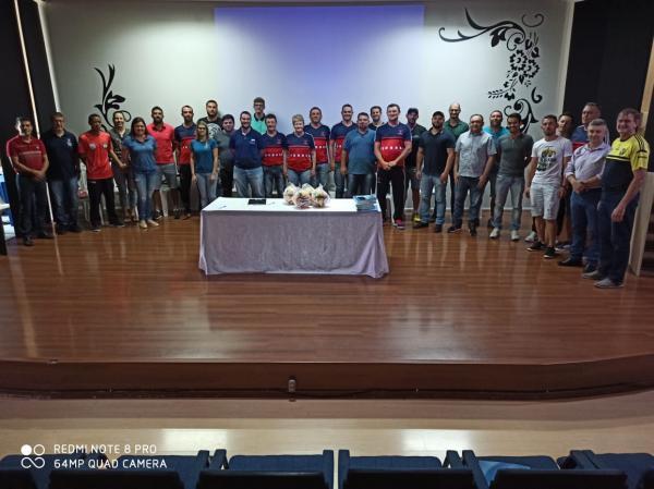 Reunião da Aesupar reúne líderes esportivos em Marmeleiro