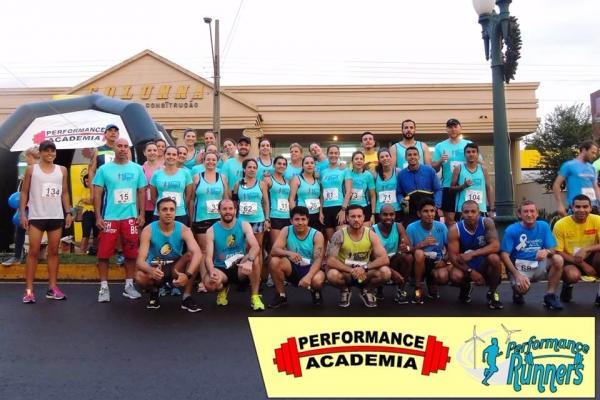 Centenas de atletas participaram da IV Corrida Noturna Performance Runners em Palmas