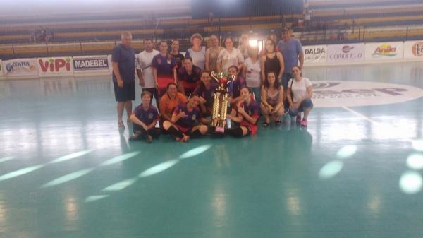 Verê conquista o título do Campeonato Regional de Futsal Feminino em Francisco Beltrão