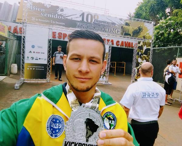 Izaias Mikilita de Palmas é Prata na 10ª Edição do Campeonato Sulamericano de Kickboxing