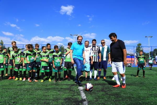 Pato Branco inaugurou quadra sintética e playground no Largo da Liberdade