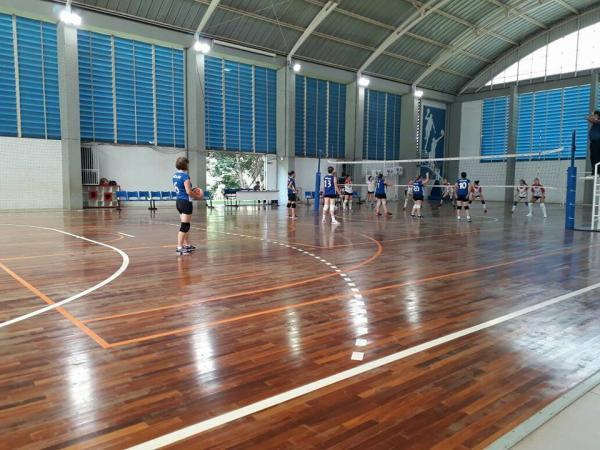 Equipe de Vôlei Feminino de Mariópolis estreia com vitória na Copa Sesc de Voleibol
