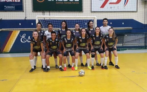 Futsal feminino de Mariópolis vence Pato Branco em amistoso