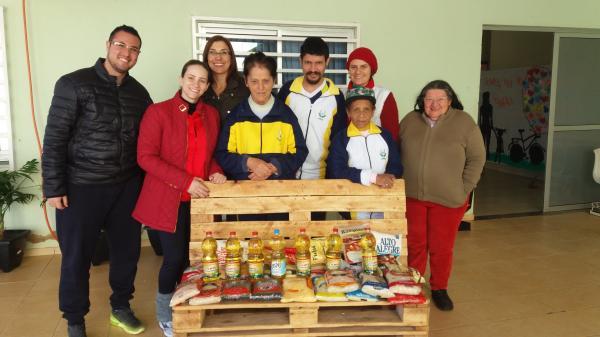 Alimentos arrecadados na final 2ª Copa Cresol Interiorano de Futsal foram doados hoje