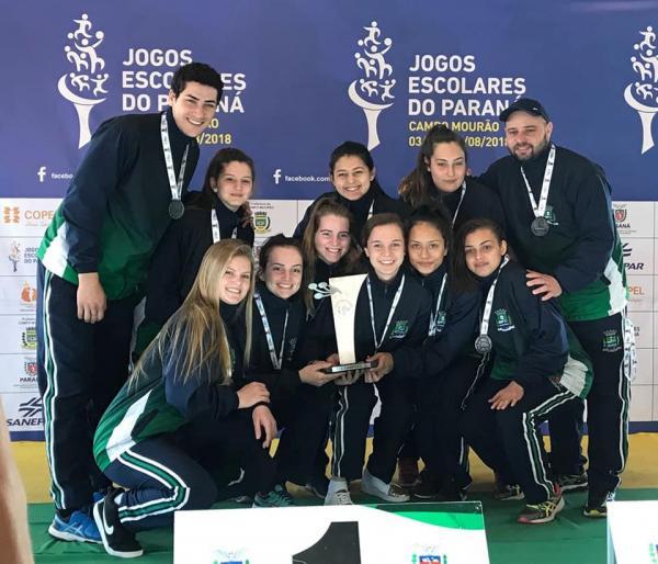 As meninas do Colégio Estadual Duque de Caxias levam a Prata no Handebol dos Jogos Escolares